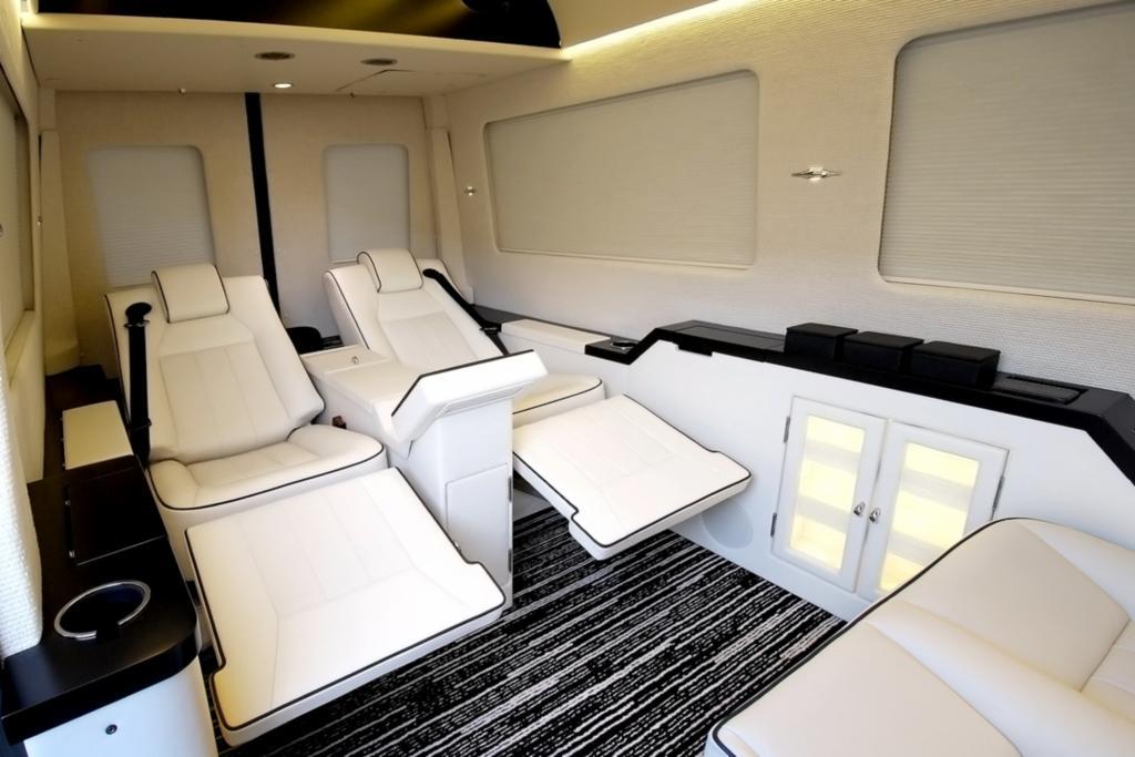 Mindestens 250.000 Dollar kostet ein Jet Van