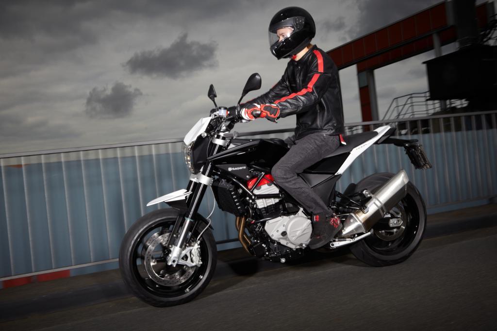 Mit Zutaten aus dem BMW-Baukasten hat Italo-Tochter Husqvarna aus Biandronno bei Mailand ein äußerst sportliches Bike hingezaube