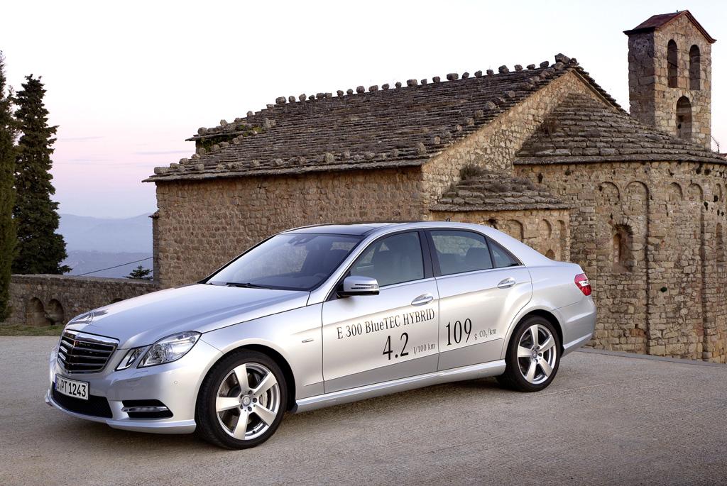 Mit dem E300 Bluetec Hybrid, hier die Limousine, hat Mercedes gerade die