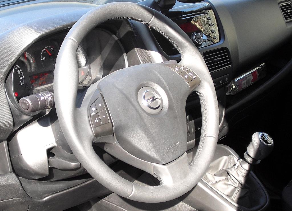 Opel Combo: Blick ins Cockpit.