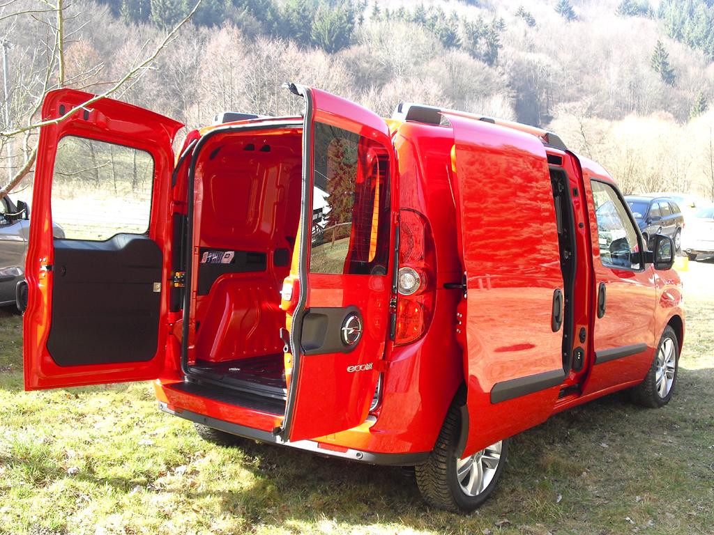 Opel Combo: Der Kastenwagen kann seitlich und von hinten beladen werden.