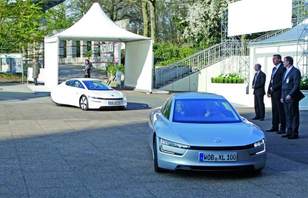 Piëch und Winterkorn fahren mit Ein-Liter-Auto zur HV