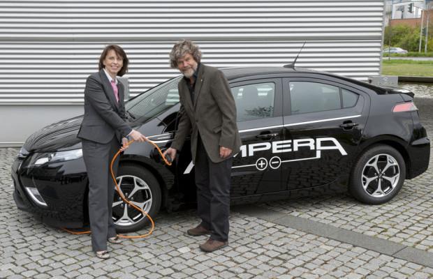 Reinhold Messner fährt Opel Ampera