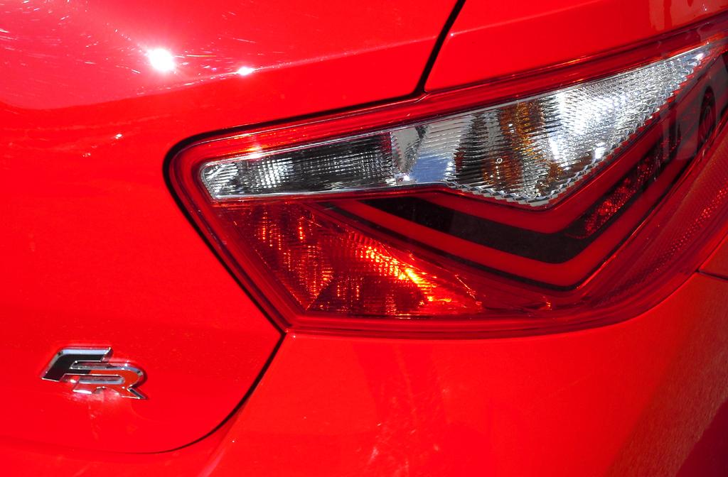 Seat Ibiza: Moderne Leuchteinheit hinten mit FR-Schriftzug.