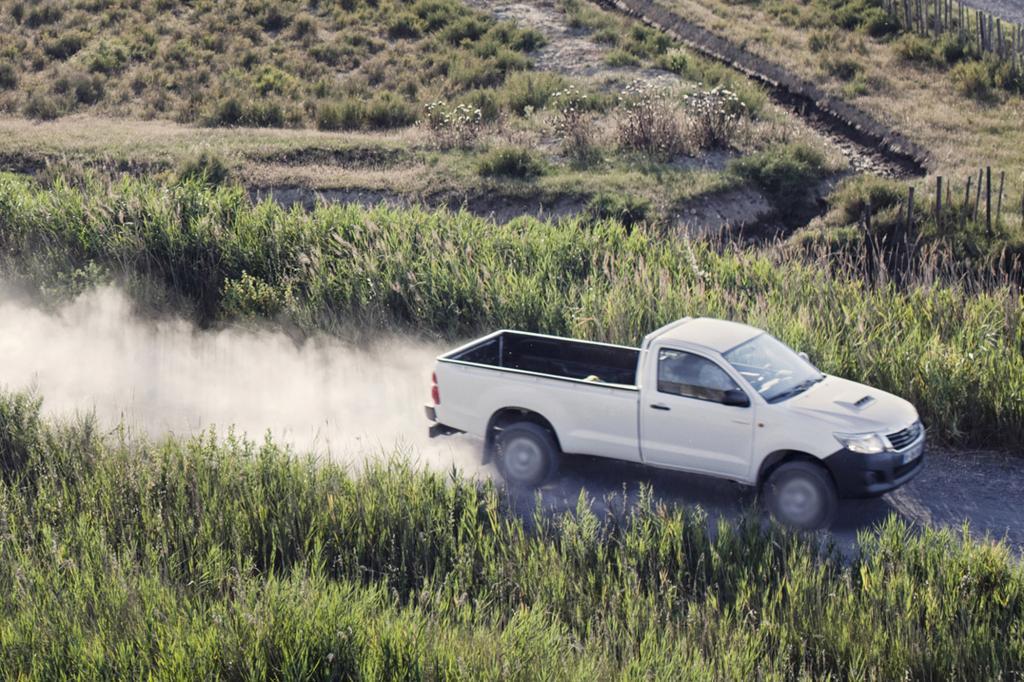 Sein 2,5-Liter Diesel leisten 106 kW/144 PS und stemmt ehrlich 344 Newtonmeter maximales Drehmoment an die Antriebsräder