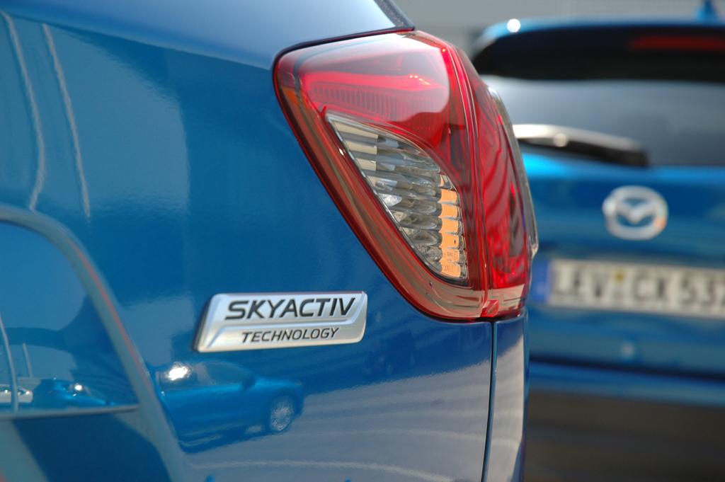 Skyactiv steht für leichtere, effizientere und umweltfreundlichere Autos, ...