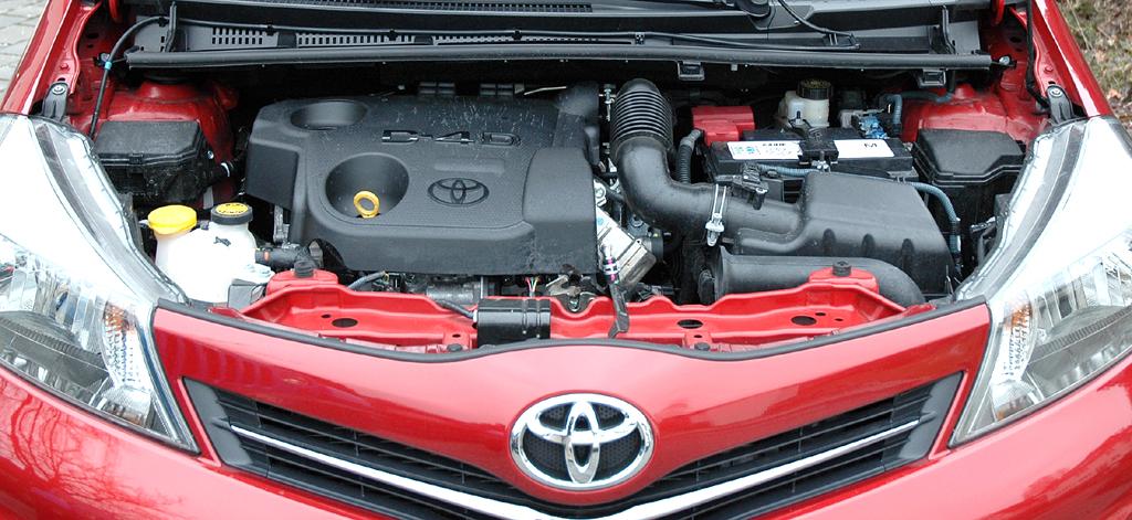 Toyota Yaris: Blick auf den 1,4-Liter-Selbstzünder mit 66/90 kW/PS.