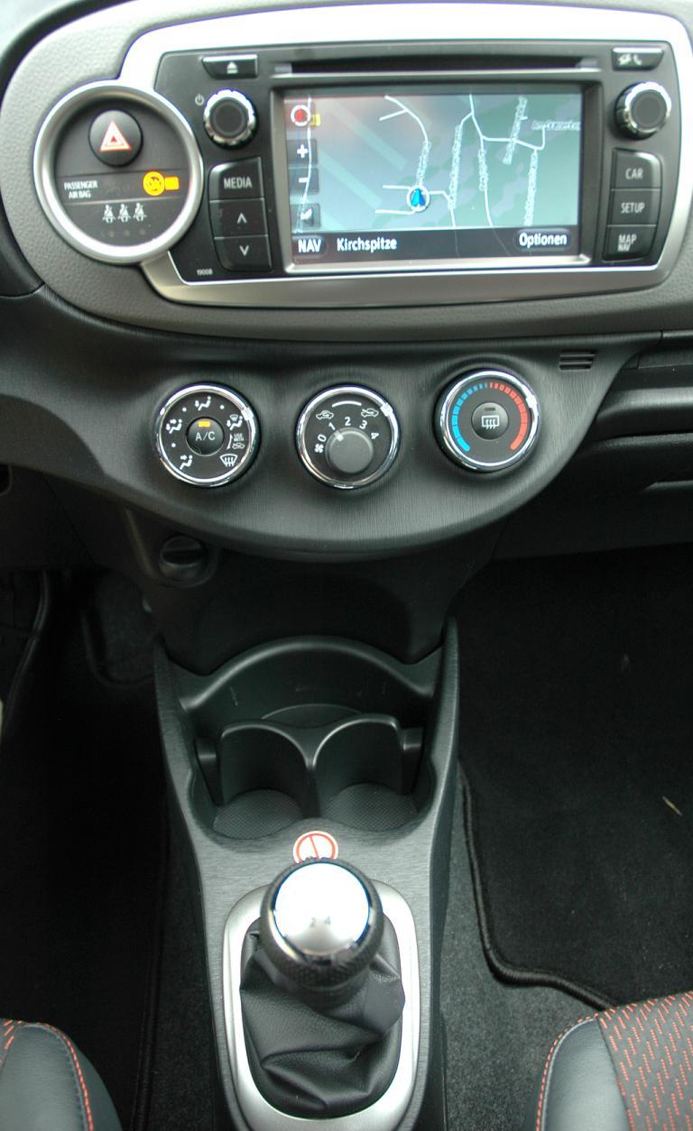 Toyota Yaris: Blick auf den mittleren Armaturenträger.
