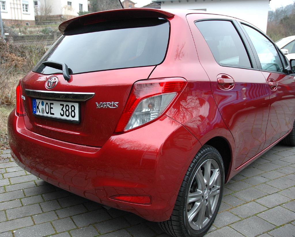 Toyota Yaris: Blick auf die Heckpartie.