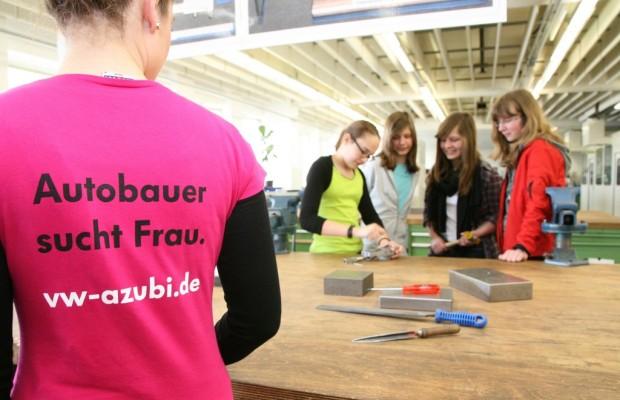 Volkswagen Nutzfahrzeuge informiert Mädchen über Berufschancen