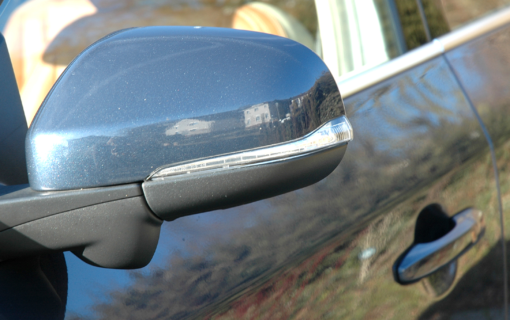 Volvo S60: In die Außenspiegel ist jeweils eine Blinkleiste integriert.