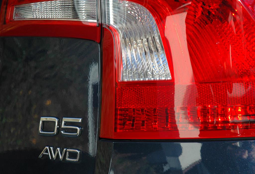Volvo S60: Moderne Leuchteinheit hinten mit Antriebsschriftzügen.