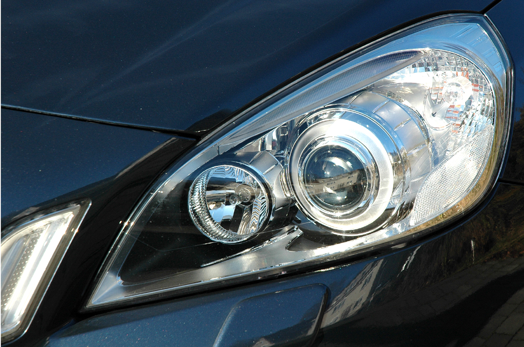 Volvo S60: Moderne Rundleuchteneinheit vorn.