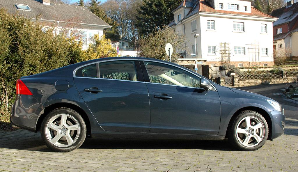 Volvo S60: Und so sieht die Sportlimousine von der Seite aus.