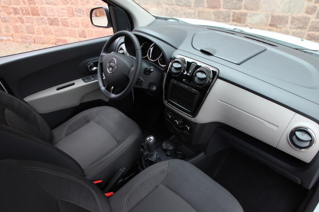 Wirklich komfortabel bewegt wird der Lodgy aber erst mit der Ausstattung Laureate (ab 11.990 Euro)
