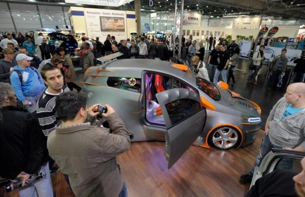 """AMI 2012: """"Die AMICOM motzt auf"""" – Live-Einbau und laute Bässe auf Europas führender Car-Infotainment-Messe"""