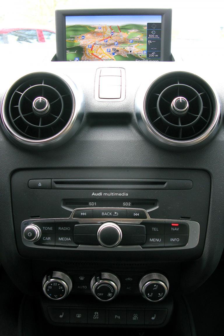 Audi A1: Blick auf den mittleren Armaturenträger.