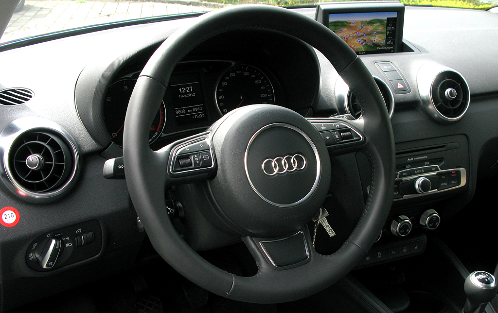 Audi A1: Blick ins sportlich-funktionelle Cockpit.