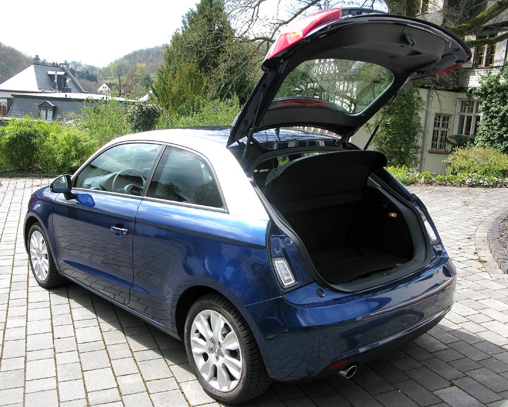 Audi A1: Ins Gepäckabteil passen 270 bis 920 Liter hinein.