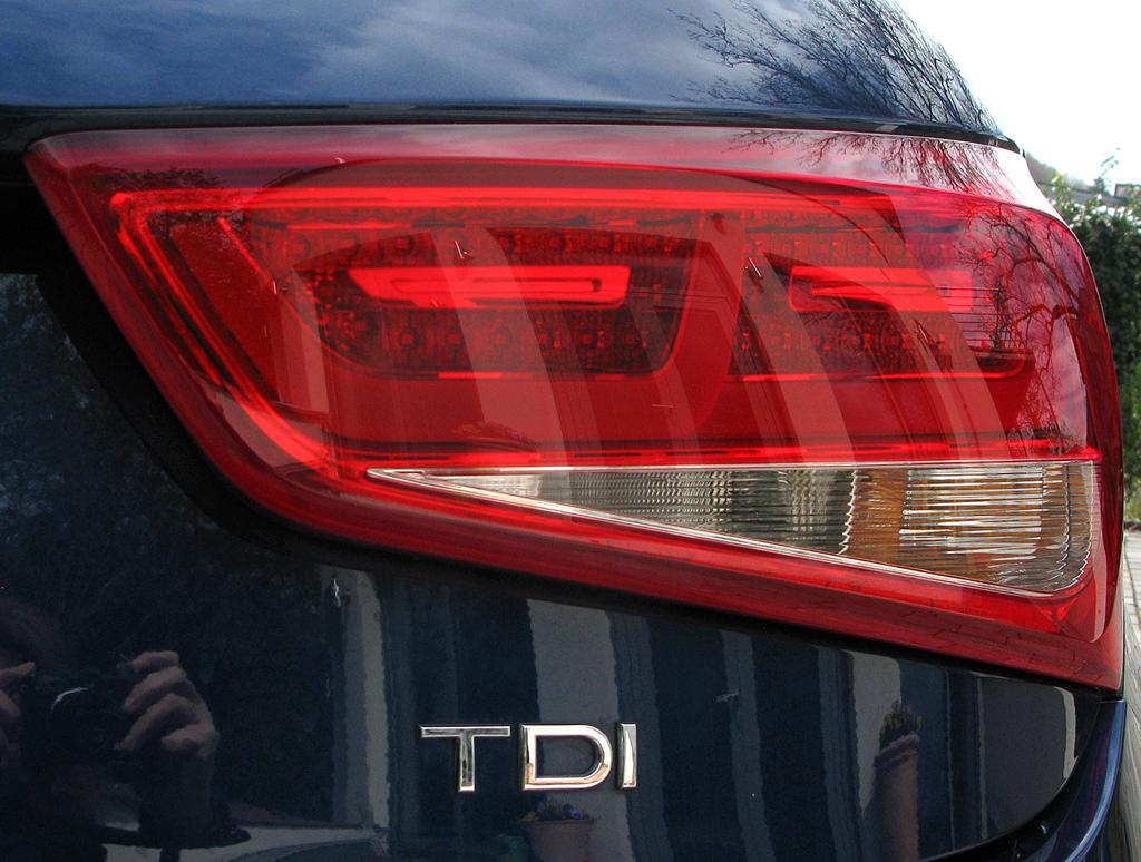 Audi A1: Moderne Leuchteinheiten hinten mit Motorisierungsschriftzug.