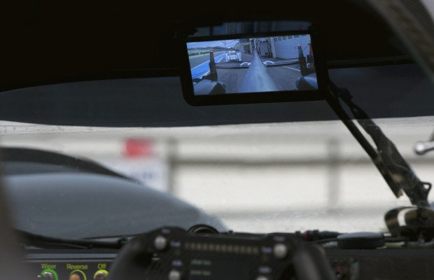 Audi-Werksfahrer blicken in Le Mans in digitalen Rückspiegel