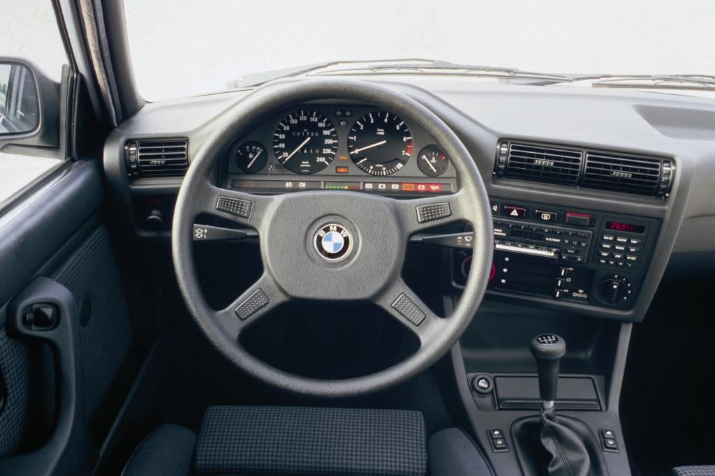 BMW 325i Cockpit 1986