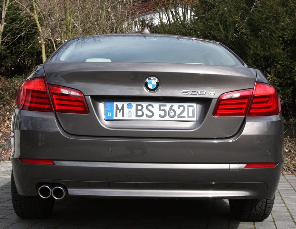 BMW 520d EfficientDynamics: Blick auf die Heckpartie.