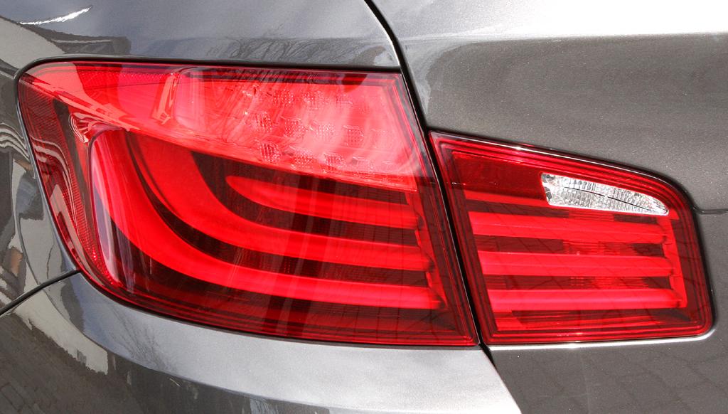 BMW 520d EfficientDynamics: Moderne Leuchteinheit hinten.