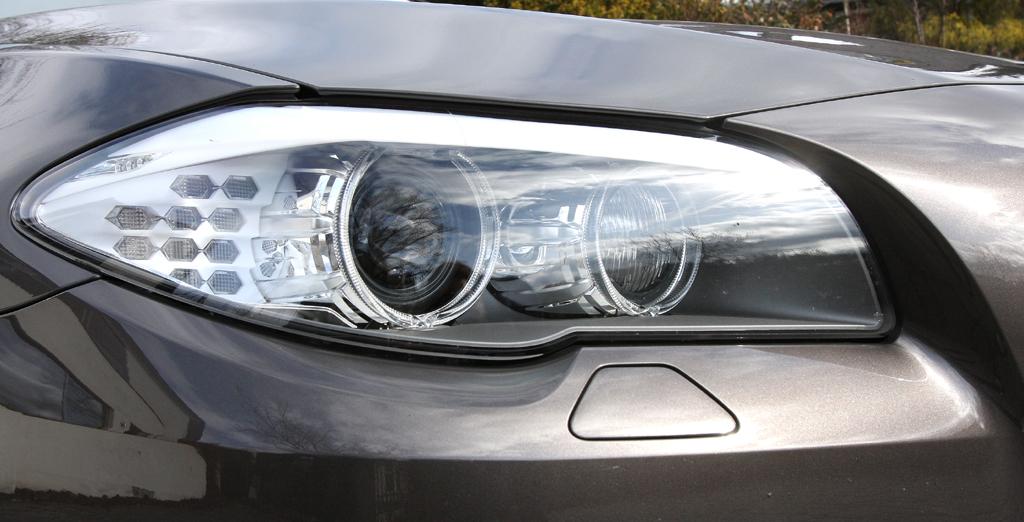 BMW 520d EfficientDynamics: Moderne Leuchteinheit vorn.