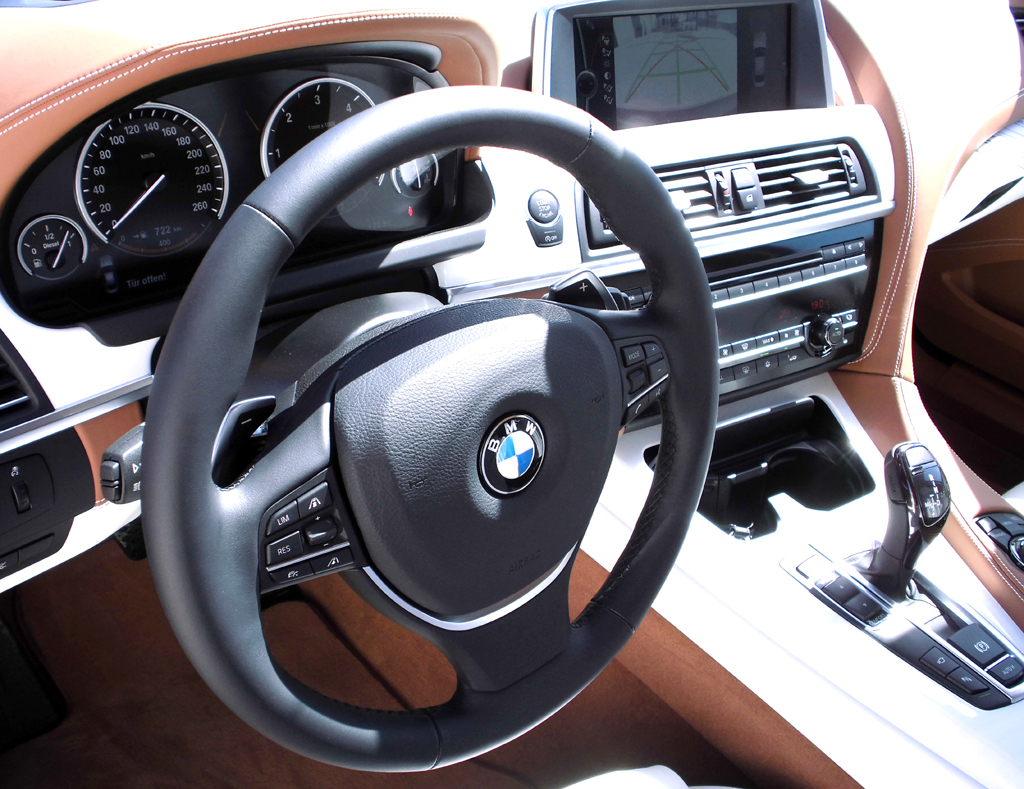 BMW 6er Gran Coupé: Blick ins sportliche-noble Cockpit.