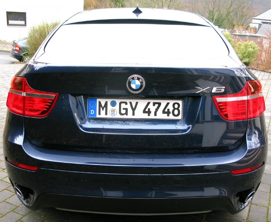 BMW X6 40d: Blick auf das wuchtige Heck.