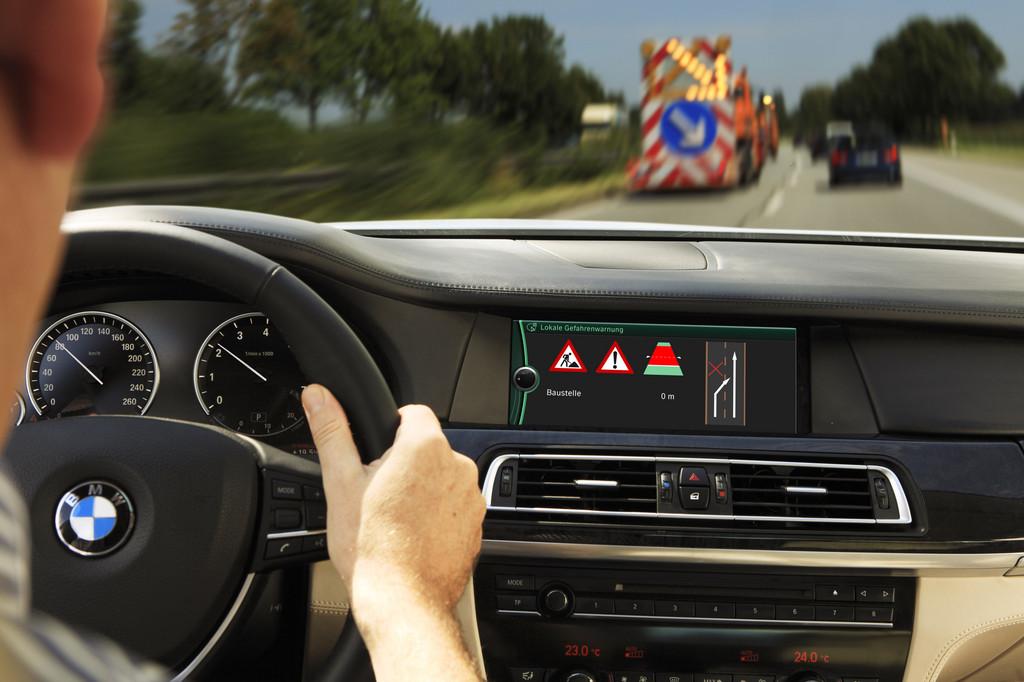 BMW erprobt erfolgreich lokale Gefahrenwarnung