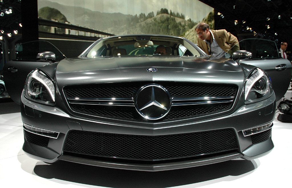 Blick auf die Frontpartie des Luxusroadsters.