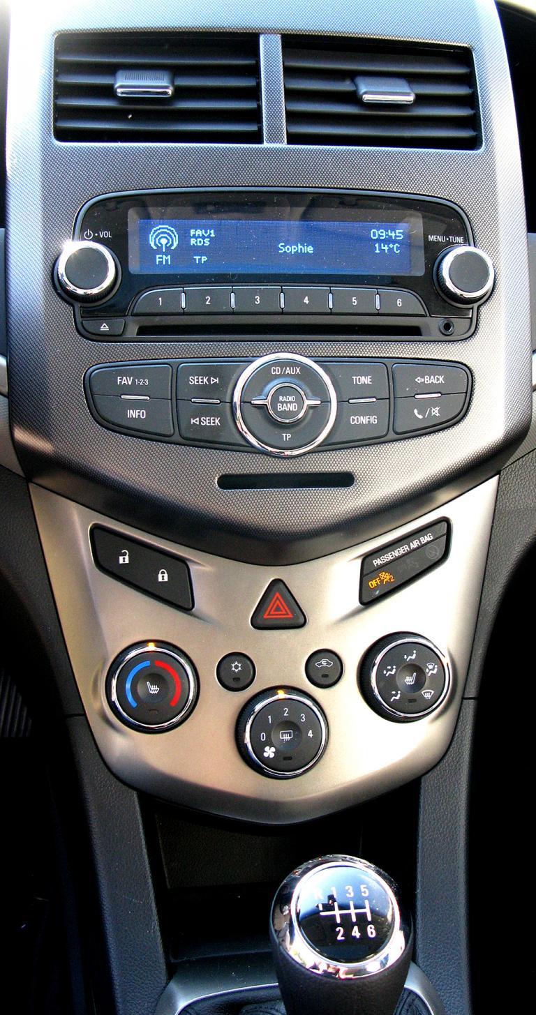 Chevrolet Aveo: Blick auf den mittleren Armaturenträger.