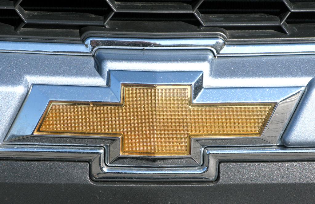 Chevrolet Aveo: Das Markenlogo sitzt vorn unter dem oberen Kühlergrill.