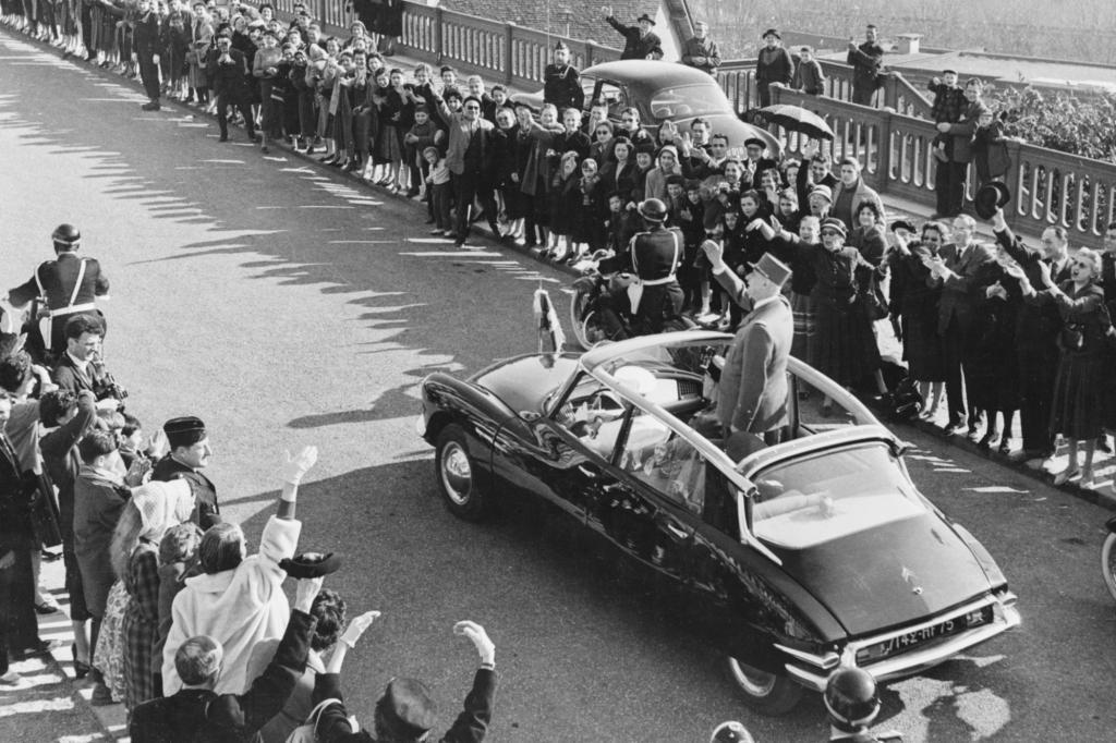 Citroen DS mit General De Gaulle