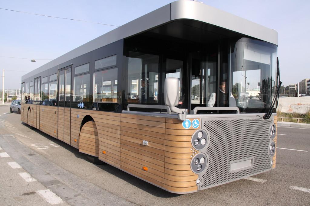 Cobus baut richtungsunabhängigen Touristenbus