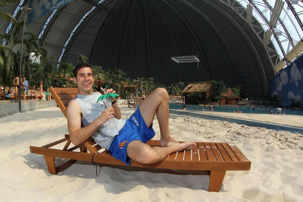 DTM 2012: Audi-Pilot Miguel Molina  mit E-Quad im Tropical Island unterwegs