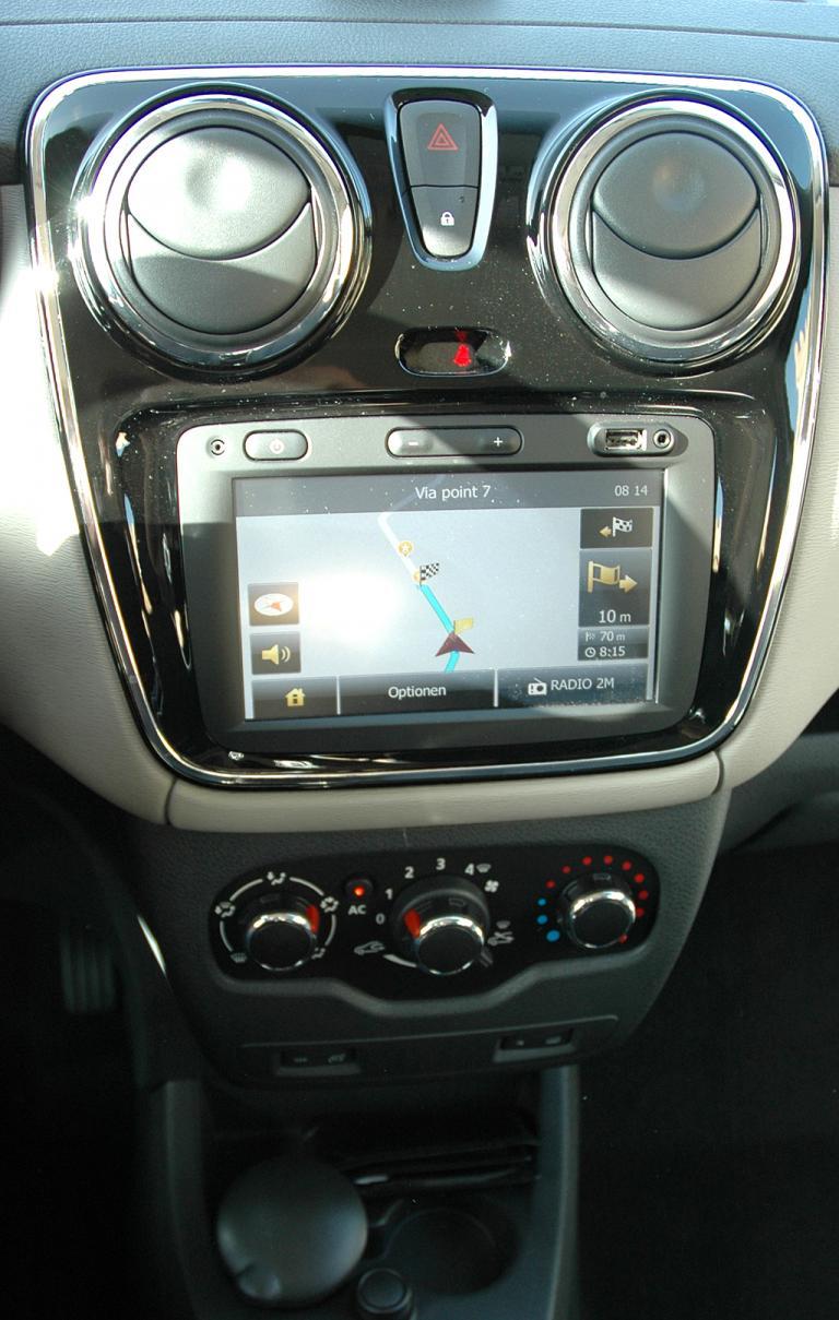 Dacia Lodgy: Blick auf den mittleren Armaturenträger, hier mit dem Media-Navigationssystem.