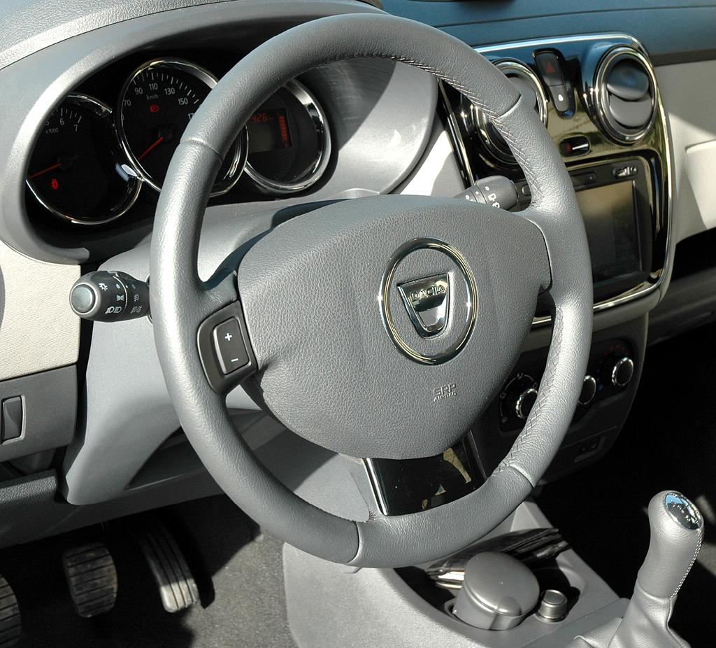 Dacia Lodgy: Blick ins insgesamt einfach gehaltene Cockpit.