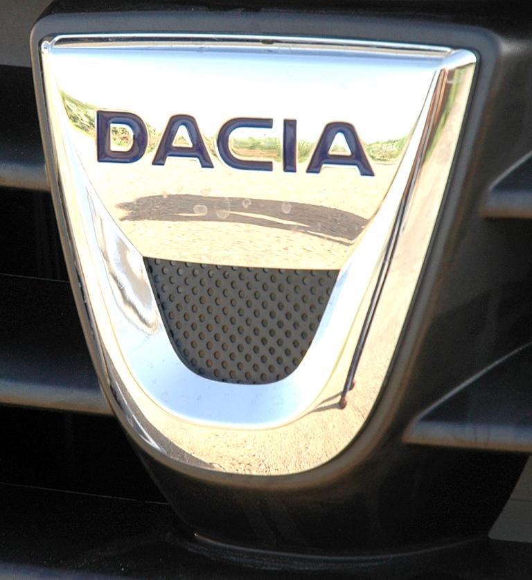 Dacia Lodgy: Das Markenlogo sitzt vorn im Kühlergrill.