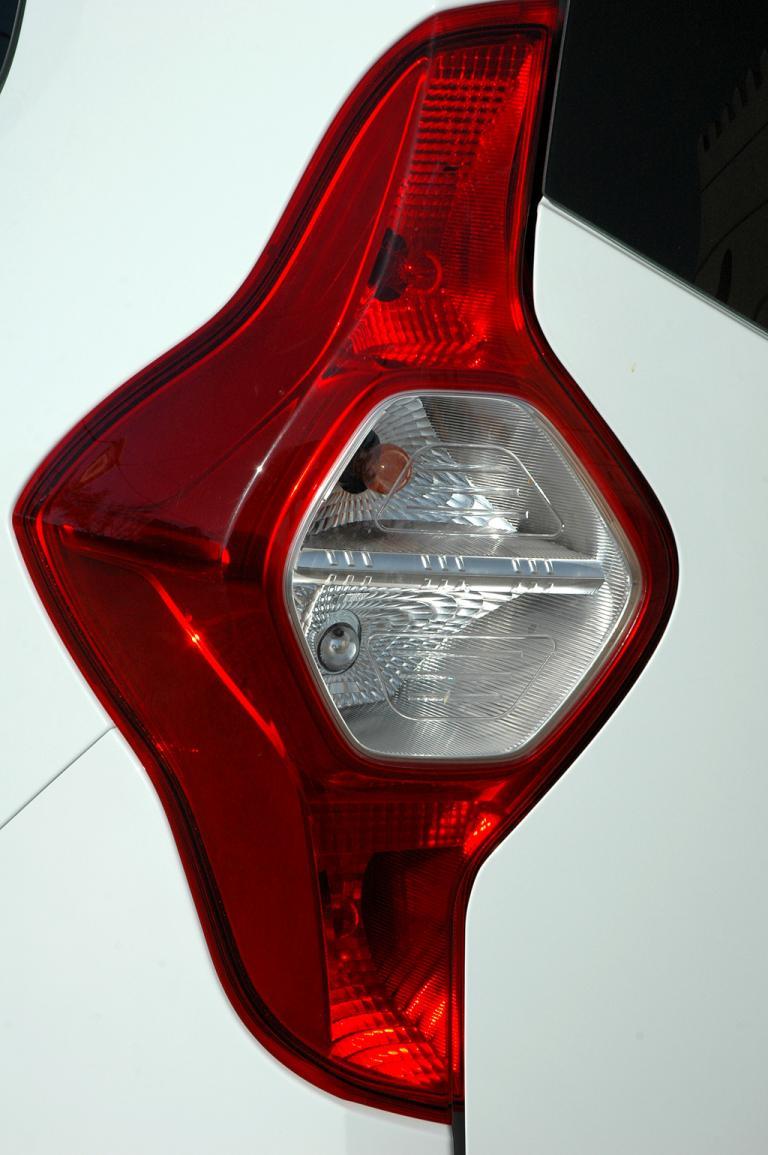 Dacia Lodgy: Die Leuchteinheiten hinten sind vertikal ausgerichtet.