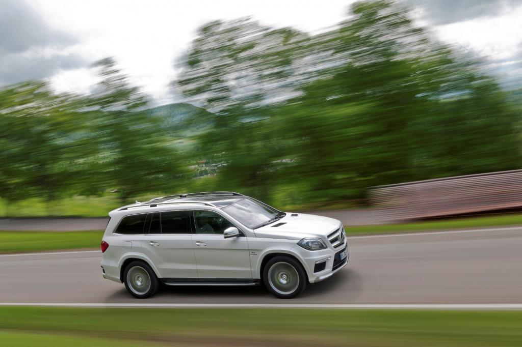 Der 5,5-Liter-V8-Biturbo (410 kW/557 PS) ist für eine Beschleunigungsorgie von 4,9 Sekunden auf Tempo 100 gut