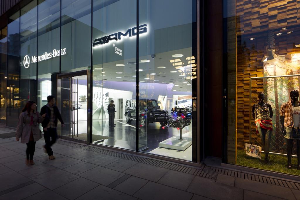 Derzeit gibt es bei den weltweit  3.500 Mercedes-Händlern rund 200 Performance-Center