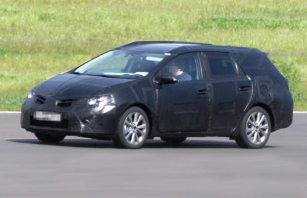 Erwischt: Erlkönig Toyota Auris Kombi