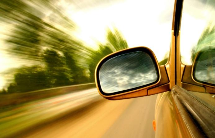 Fahrzeugverkleidung auf dem Geräusch-Prüfstand