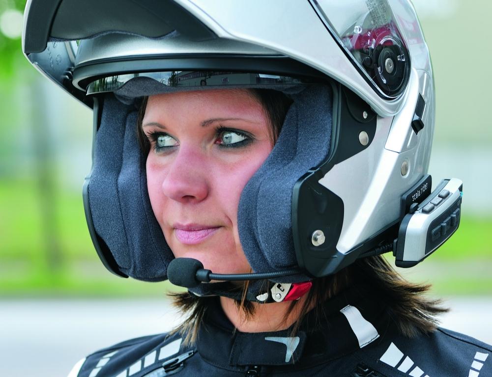 Louis mit Einbauservice für Bluetooth-Schnittstelle im Motorradhelm