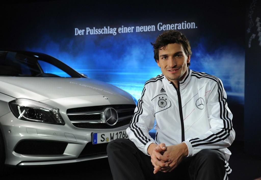 Mercedes-Benz startet EM-Kampagne 2012