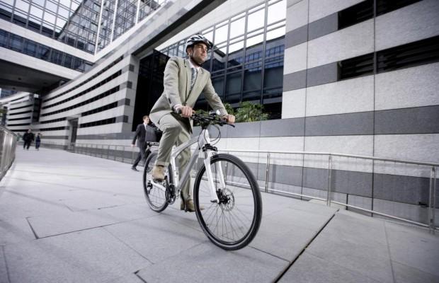 Mercedes-Fahrräder - Riesenreifen und Karbonrenner