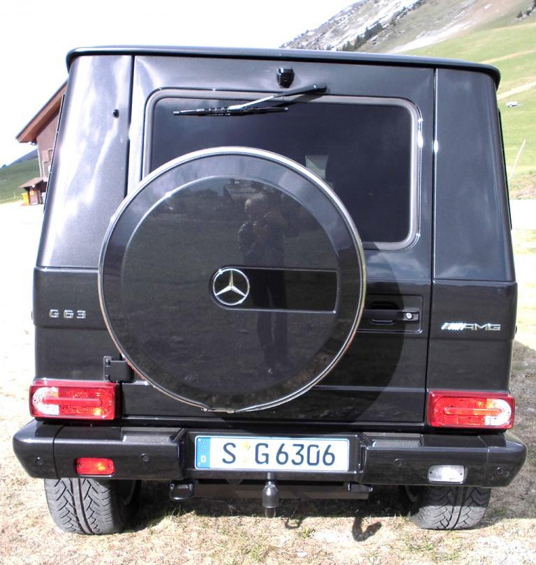 Mercedes G-Klasse: Blick auf die Heckpartie mit dem außen angebrachten Ersatzrad.